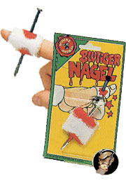 Nagel durch Finger
